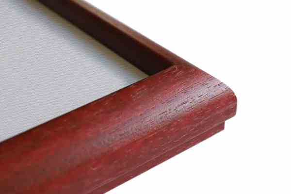 Stilvoller Holzbilderrahmen Magenta auf Natur